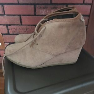 Size 8 Tan Lace-up Booties